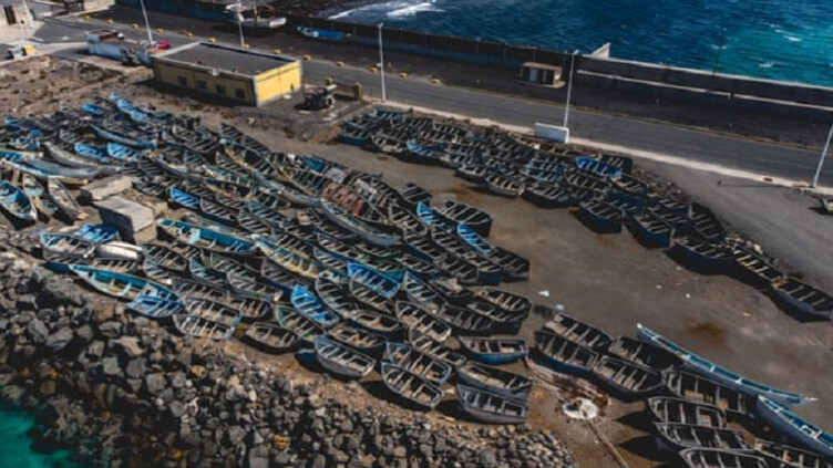 الصورة قديمة وليست لقوارب استخدمها جزائريون أو مغاربة خلال الأيام الأخيرة