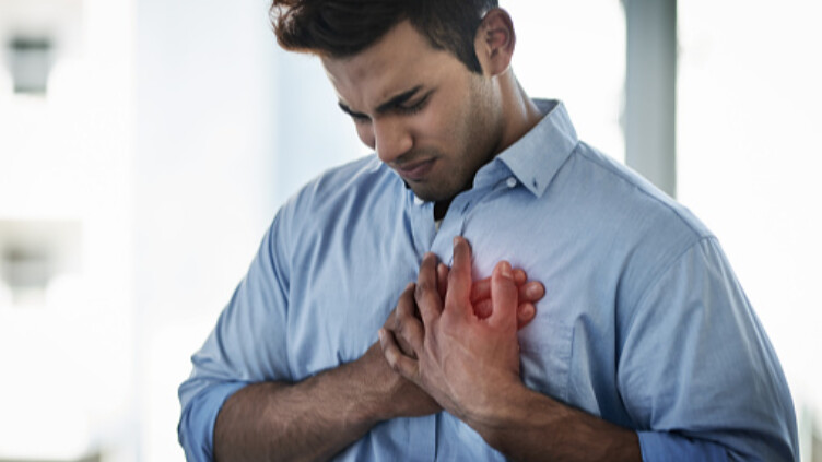 هل يوجد علامات تحذيرية قبل حدوث النوبات القلبية عند الشباب؟